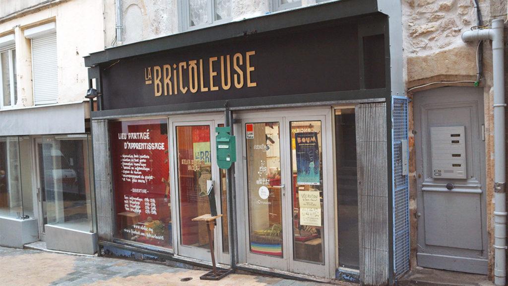 Devanture du tiers lieux la Bricoleuse rue de la ville à Saint-Etienne