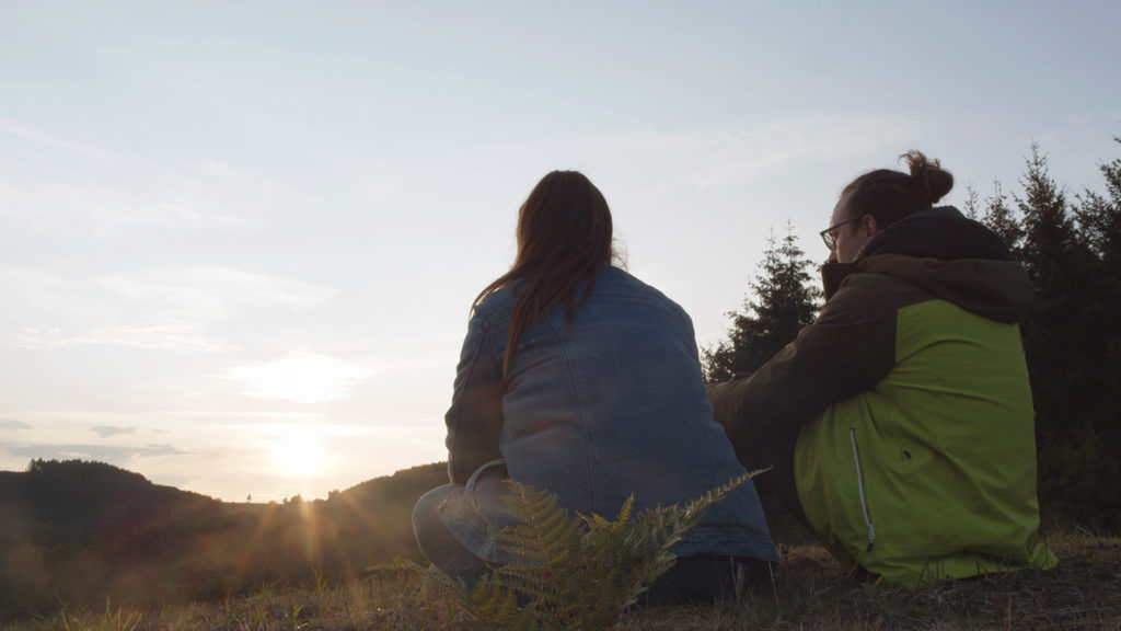 Réflexion sur la colline à côté du chateau de MagnyÉthique, face au couché de soleil